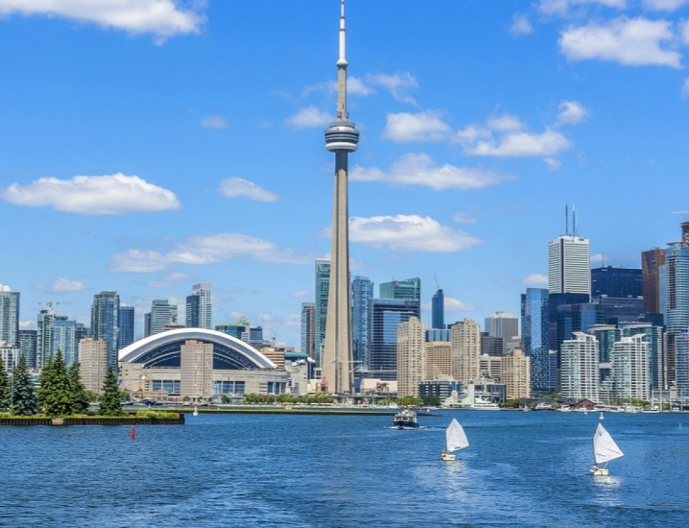 3 Amazing Spots in Toronto for a Summer Date